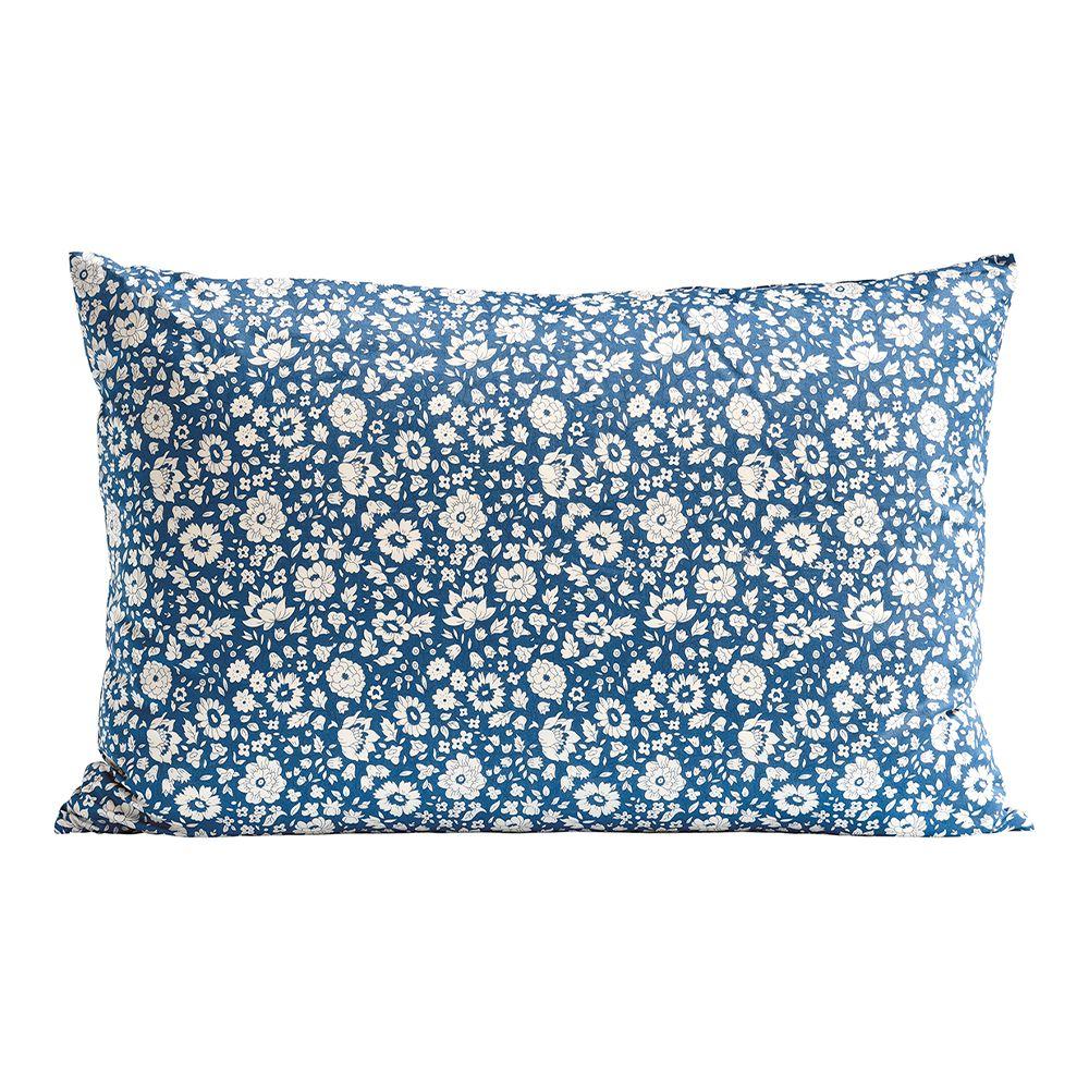 Blomstrete pute i blått og hvitt