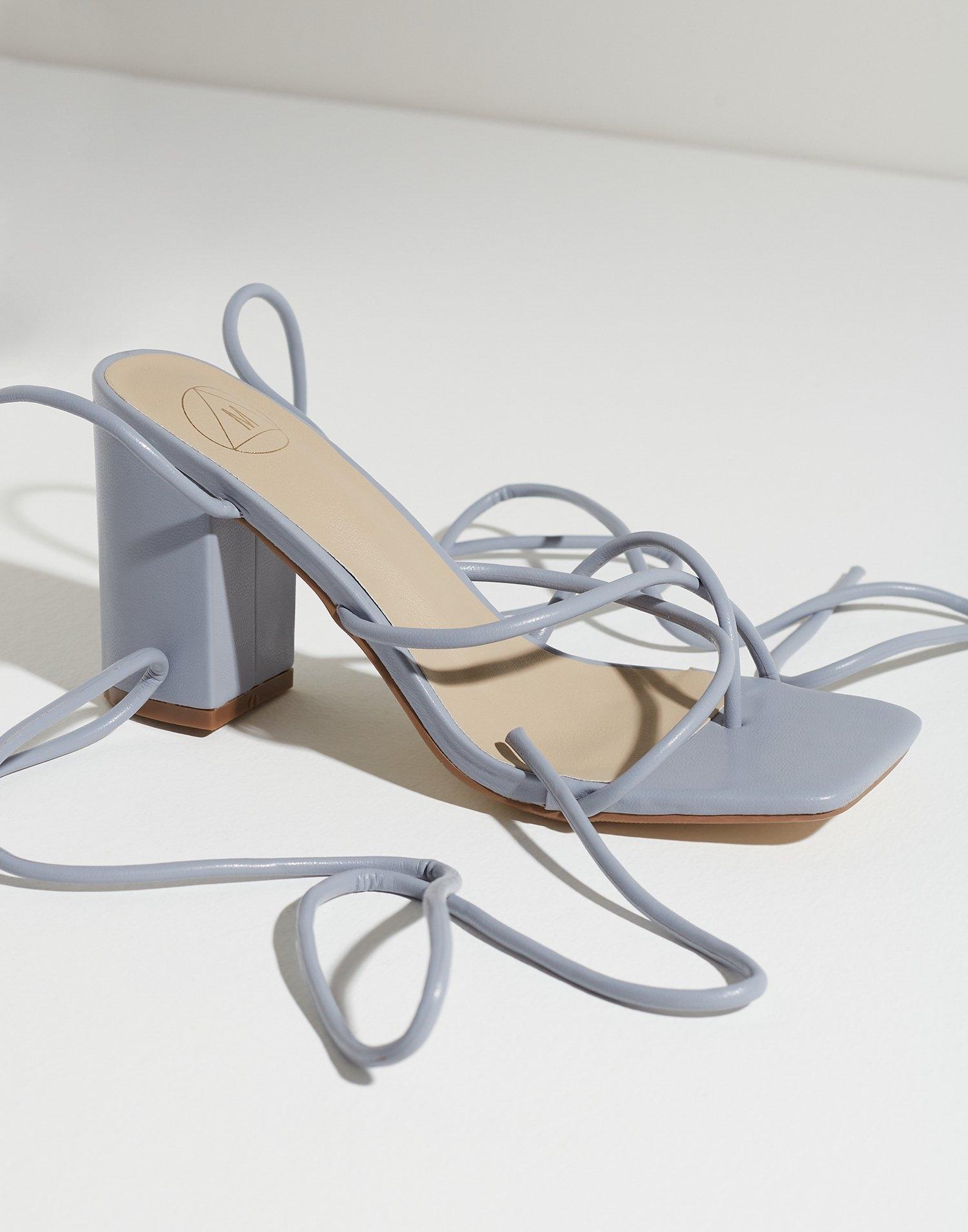 Sandaler med høy hæl