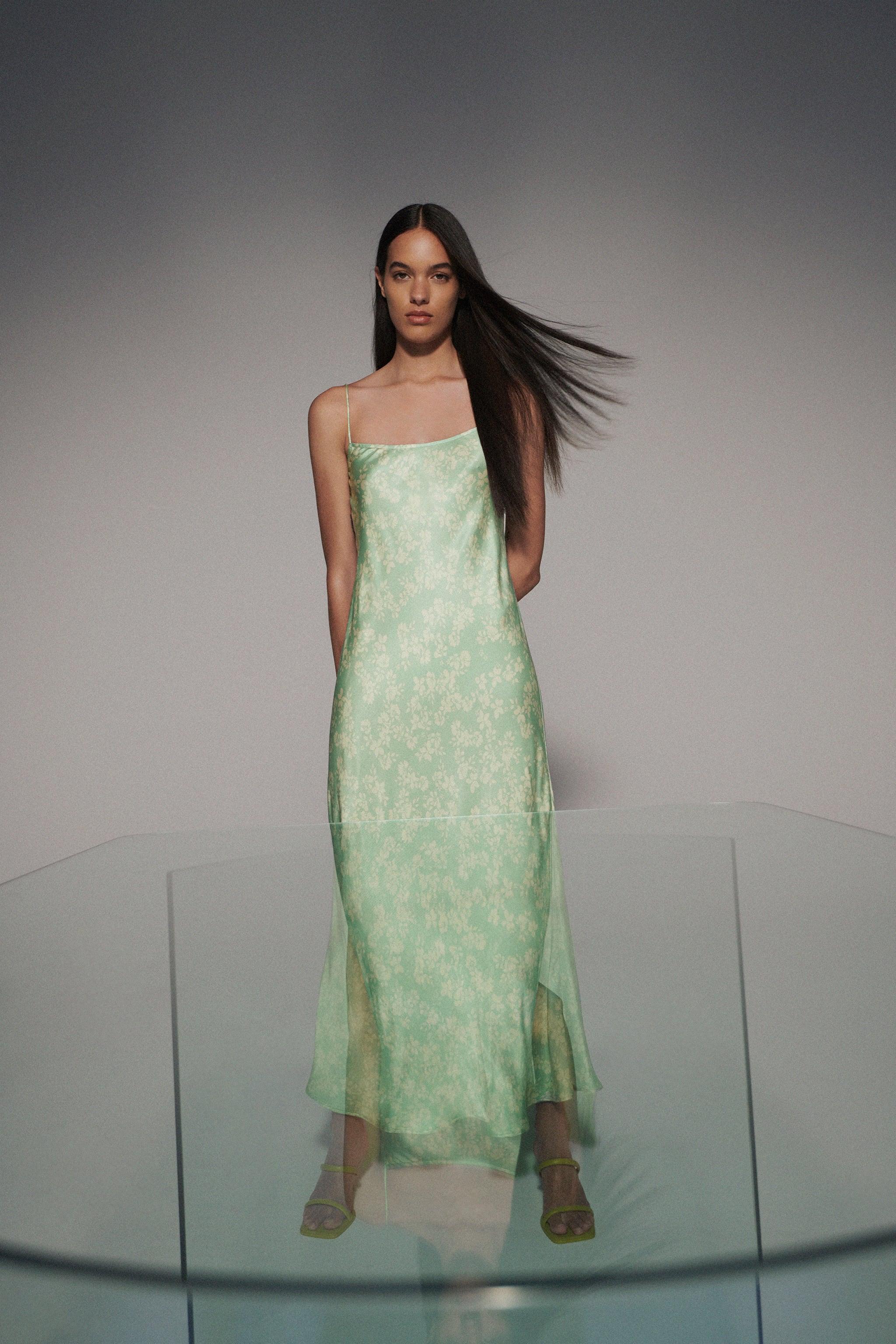 Blomstrete kjole med tynne stropper