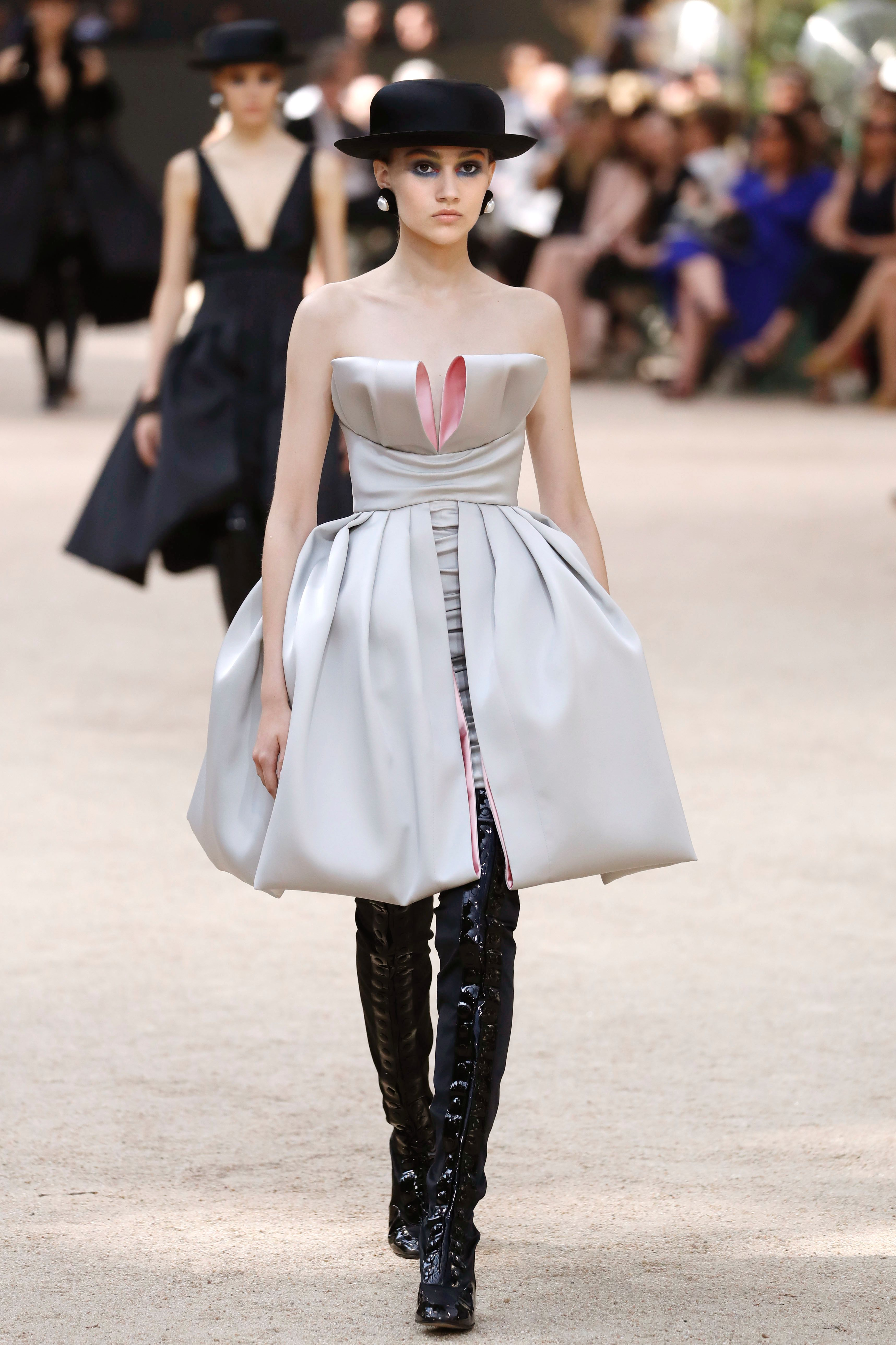 Chanel Fall 2017 Couture catwalk
