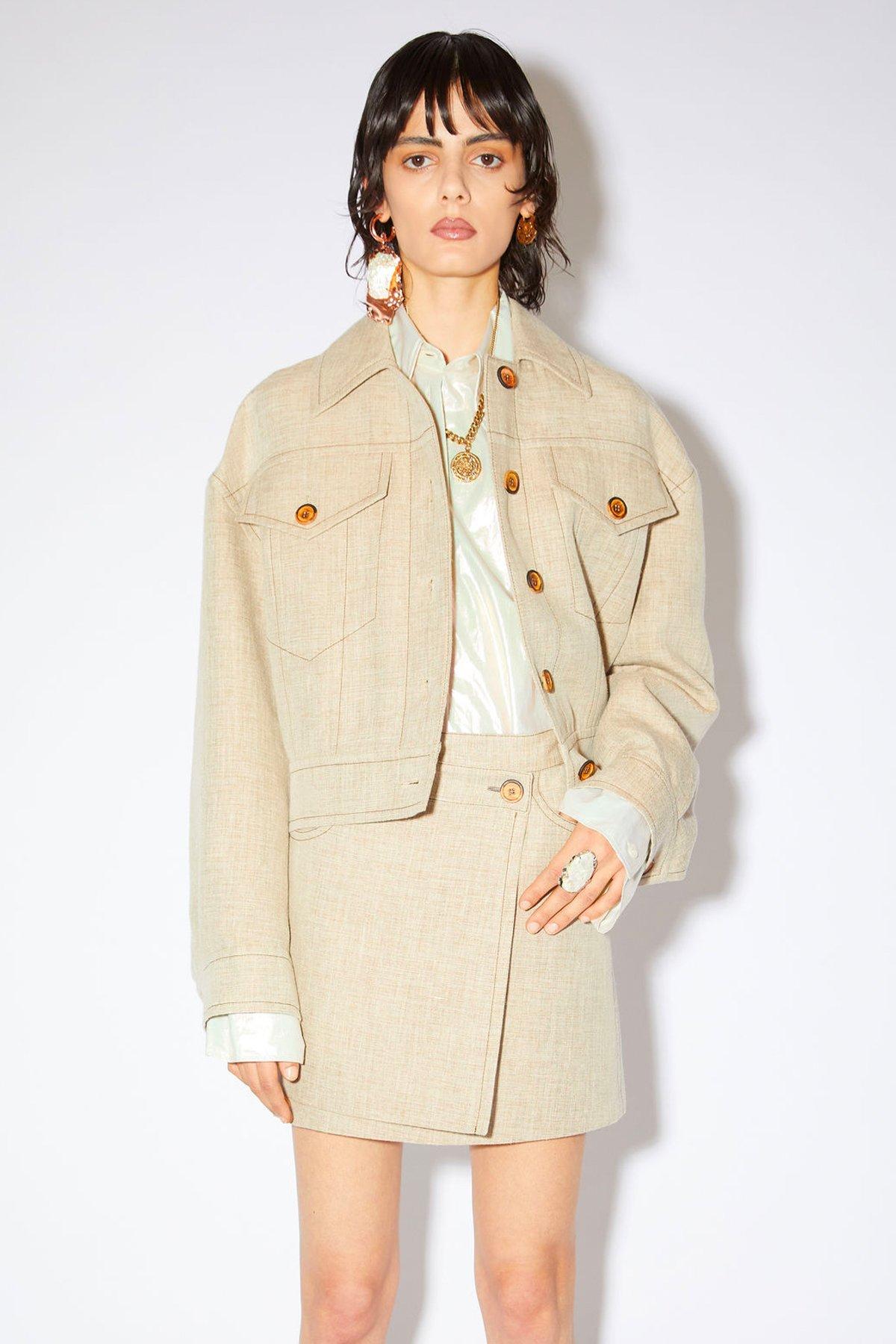 Kort jakke med knapper