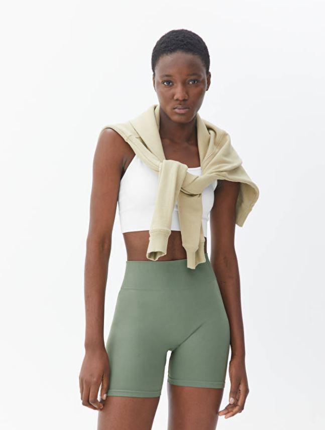 Grønn, sømløs shorts