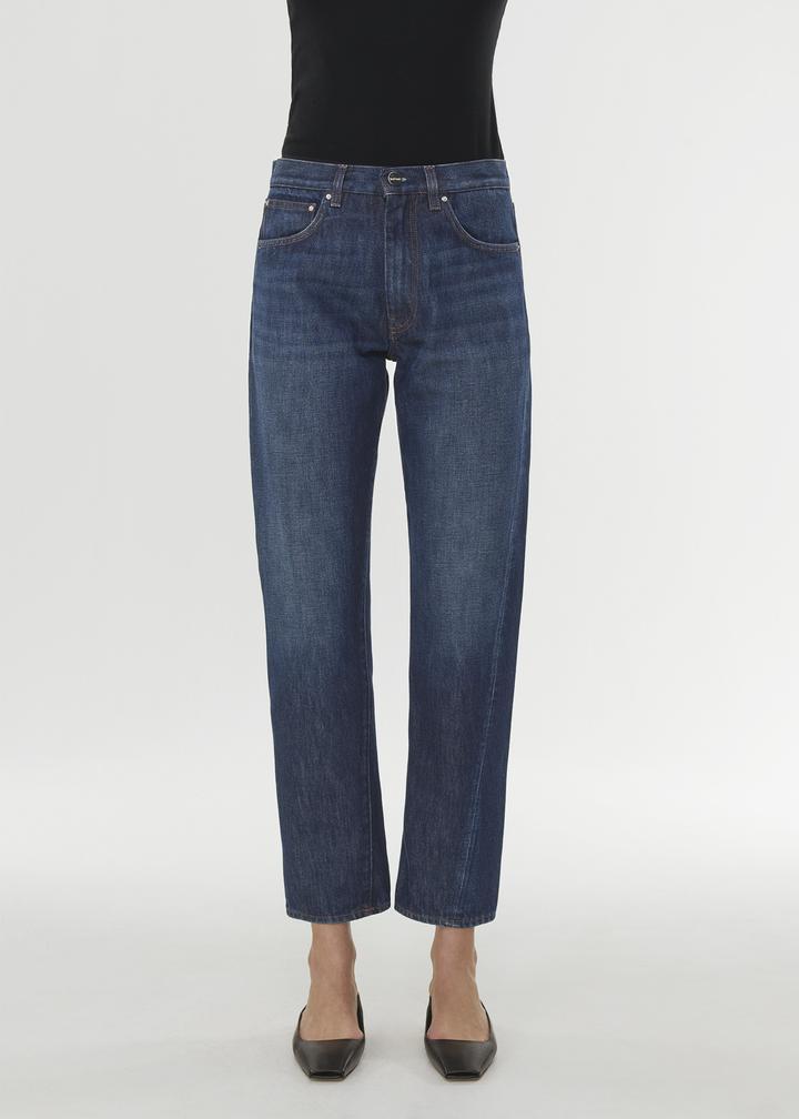 Mørk jeans med rette ben