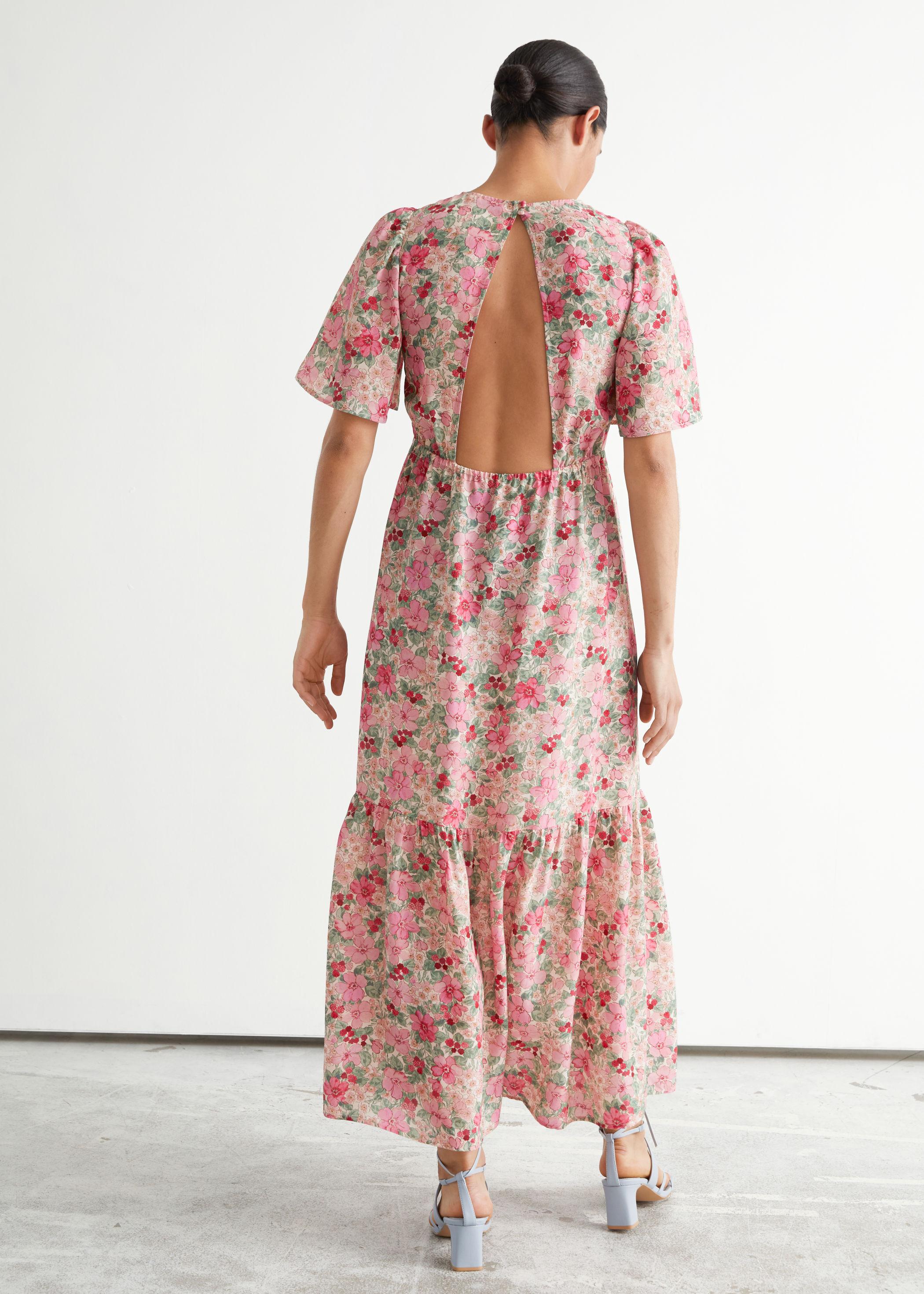 Blomstrete kjole med åpen rygg