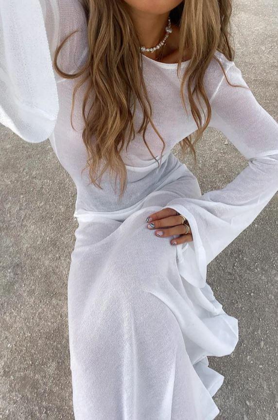 Hvit kjole med dyp rygg