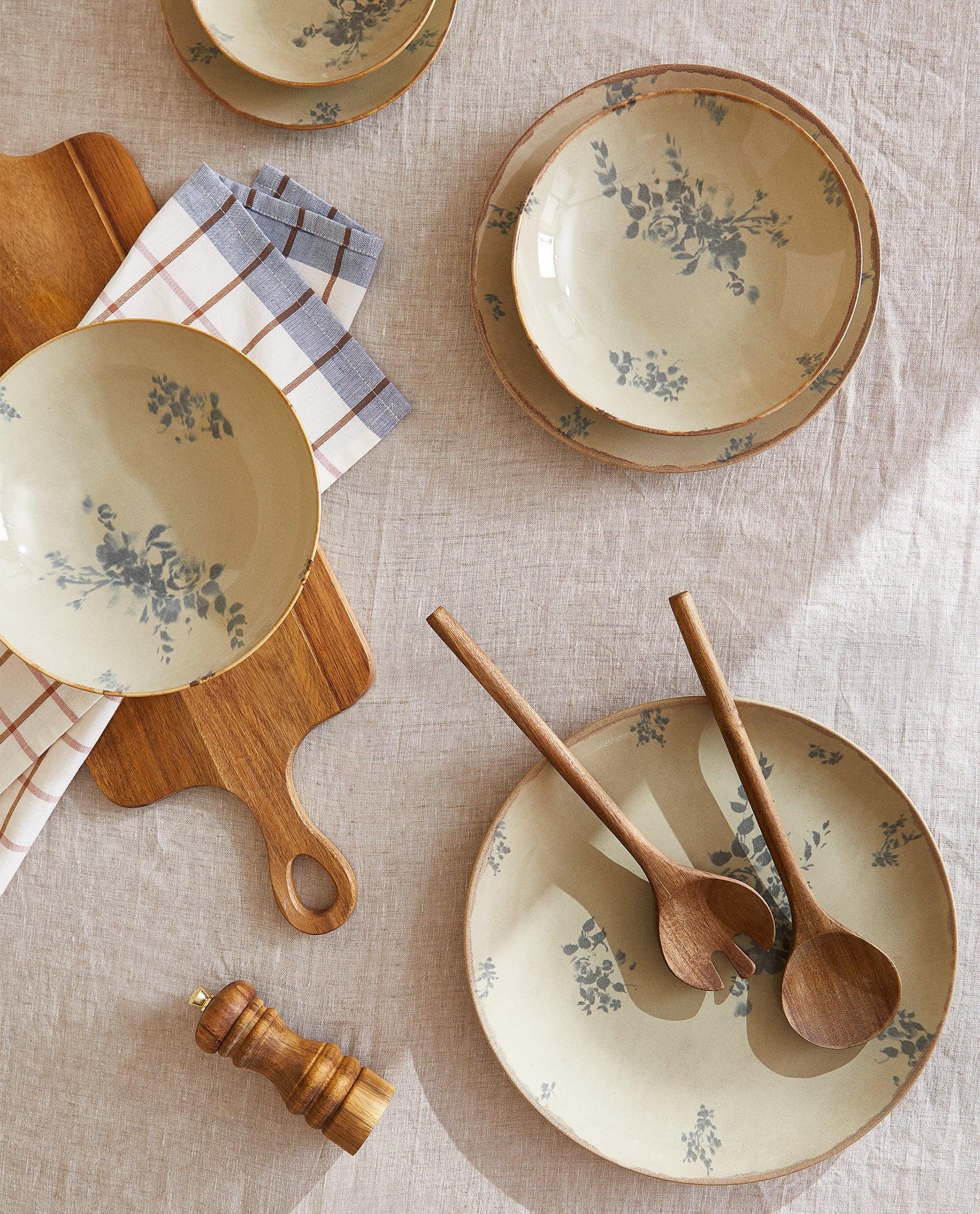 Mønstrete tallerkener i duse toner