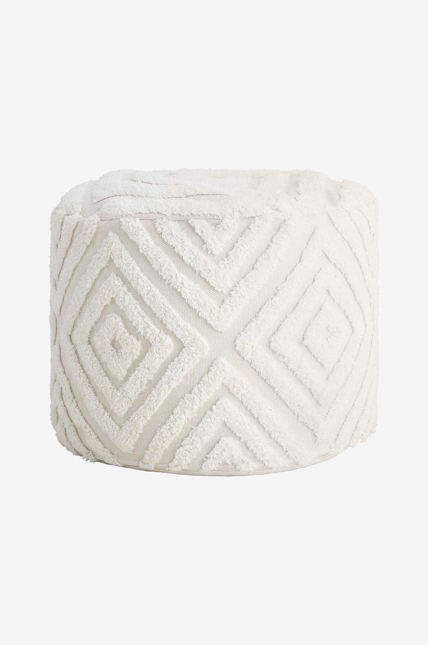 Hvit puff med mønster