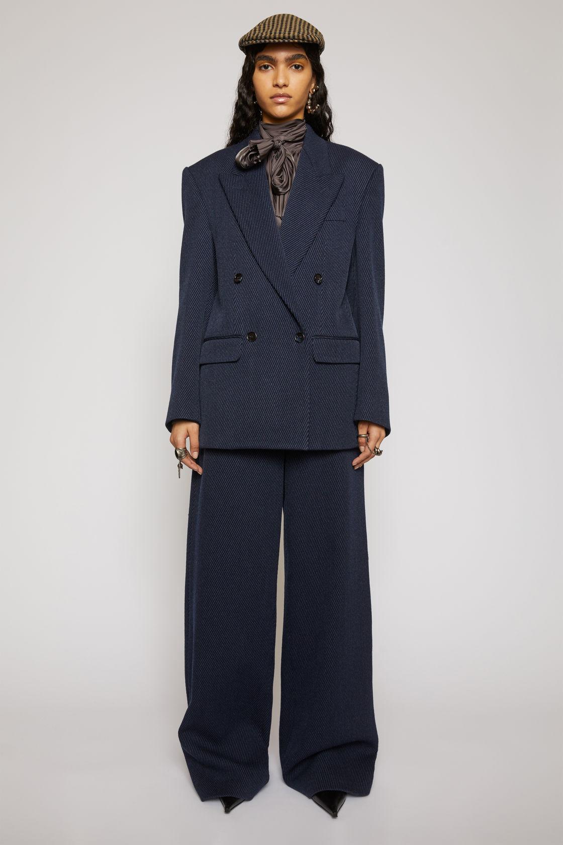 suit11