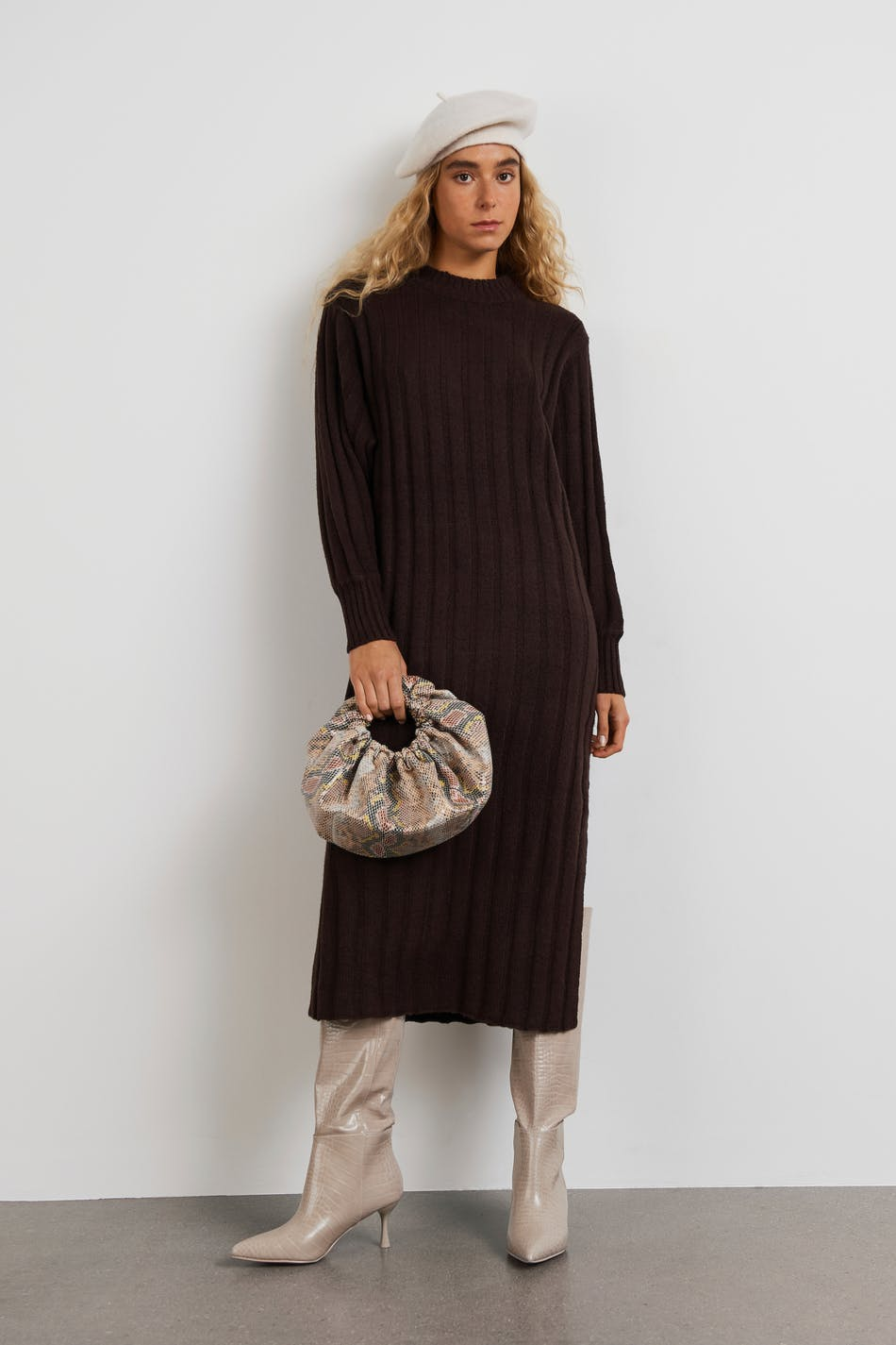 Mørkebrun kjole