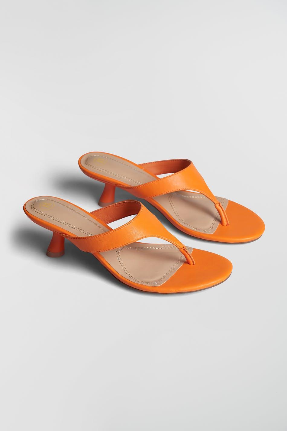 Oransje sandaler med hæl
