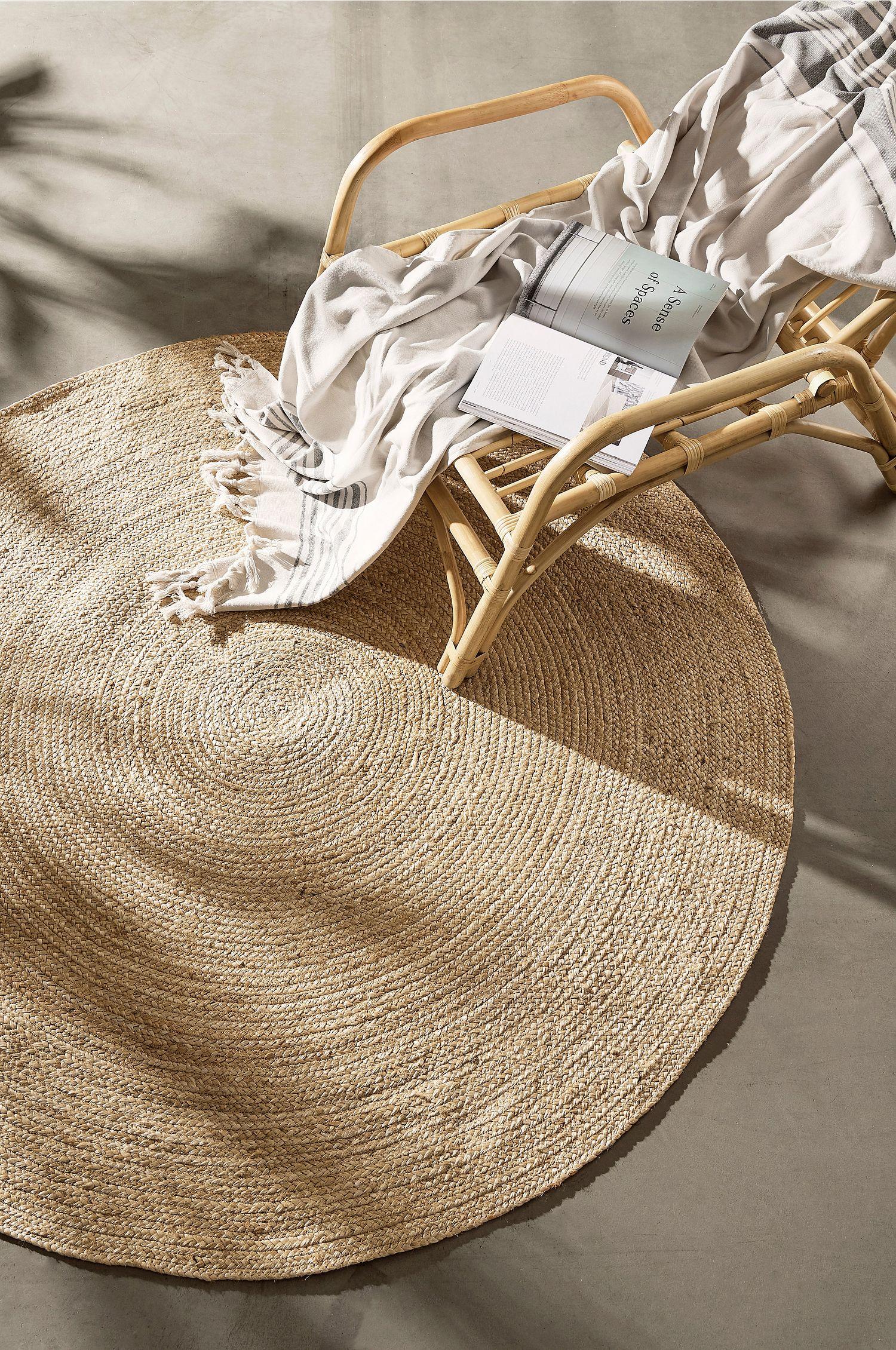 Rundt teppe i naturmateriale
