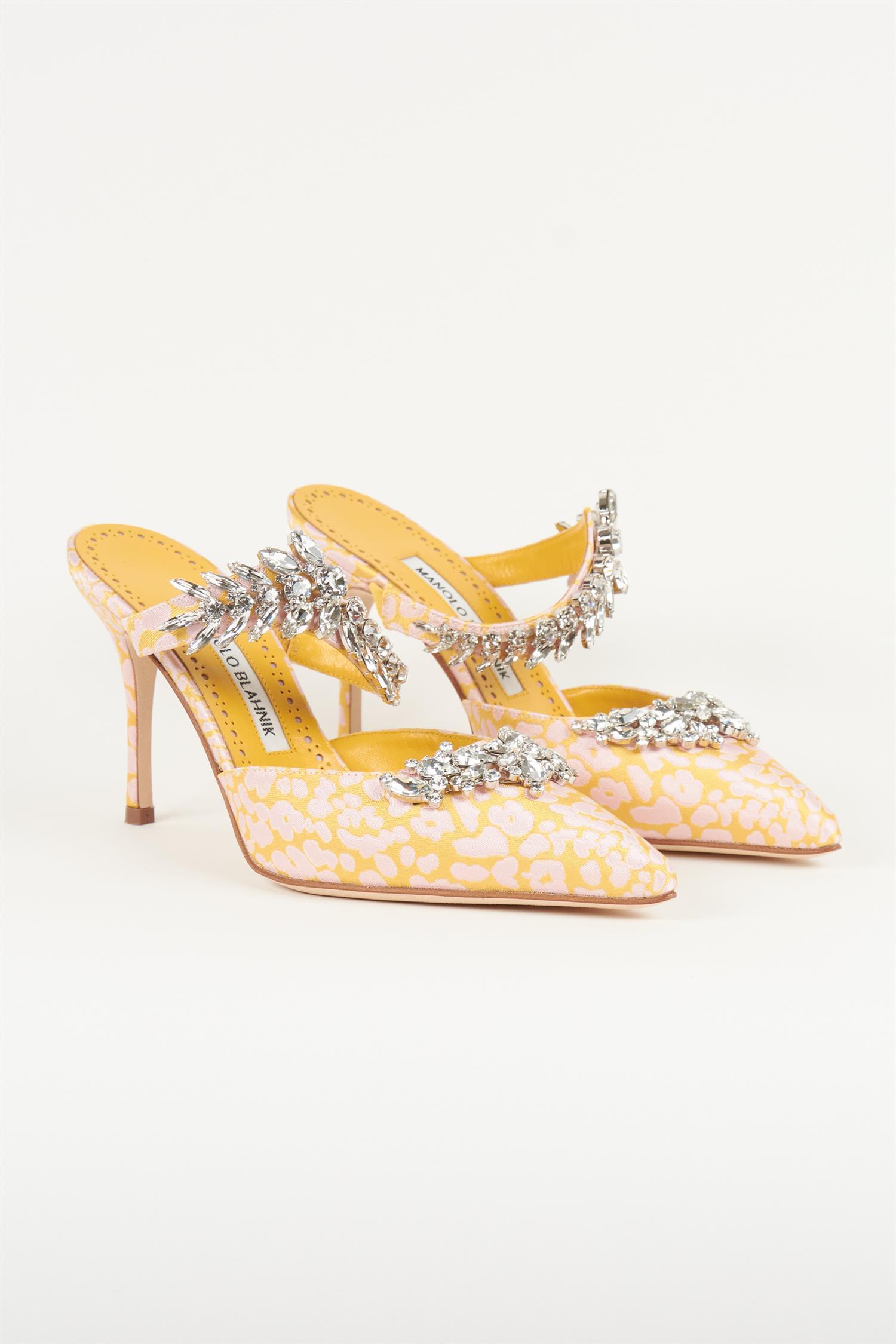 Iøynefallende Manolo Blahnik-sko