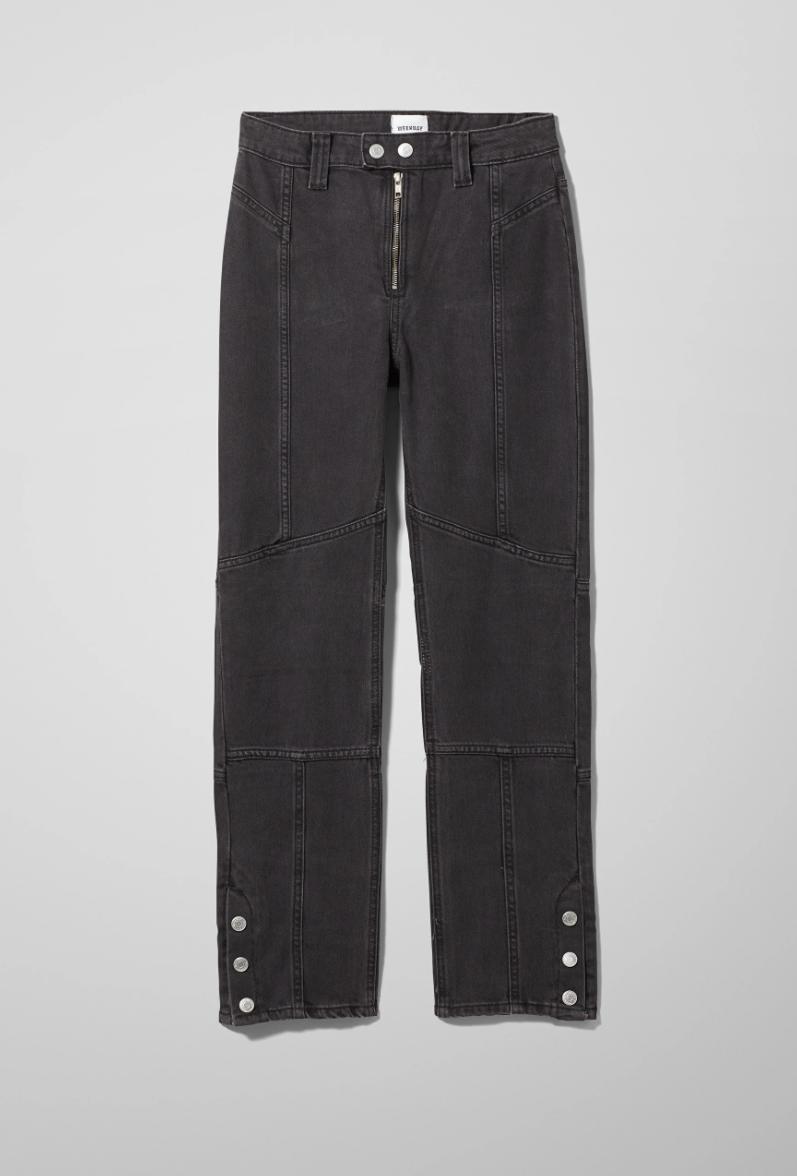 Jeans med knappedetaljer