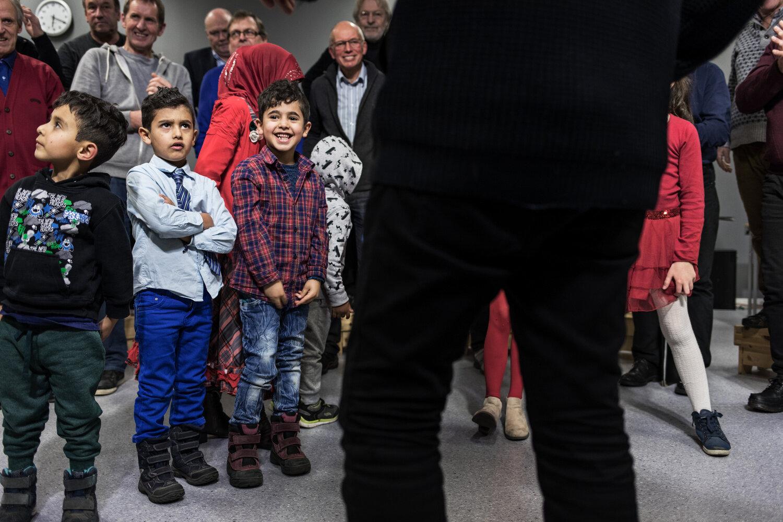 KNOLL OG TOTT: Brødrene Akram og Amir er veldig forskjellige. Mens storebror Akram (til høyre) tar alt som er nytt og annerledes med et smil, er lillebror Amir litt mer skeptisk.