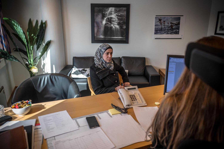 FLYKTET FRA KRIG: Daren måtte forlate Hama fordi ektemannen risikerte å bli sendt til fronten, forteller hun under intervjuet til Tine Therese Tvedt, rådgiver i PU.