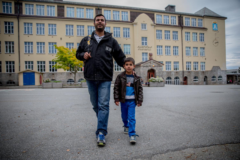NY HVERDAG: Akram (6) har begynt i første klasse på Allanengen barneskole i Kristiansund. Her går han i en innføringsklasse sammen med åtte andre barn med utenlandsk bakgrunn.