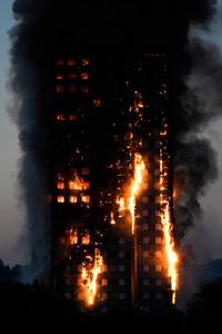 Tolv døde etter storbrannen i London