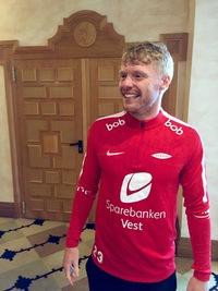 Hevder norsk fotball blir en parodi på grunn av ulike matchballer