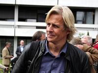 NRKs Anders Magnus jaget av maskerte menn under TV-opptak