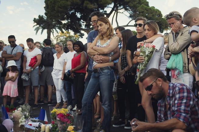 <p>NICE-ANGREPET: 84 mennesker ble drept og over hundre skadet etter at en lastebil kjørte ned en stor folkemengde på promenaden på kvelden den 14 juli i Nice i Frankrike. Etter angrepet var innbyggerne i sjokk.</p>