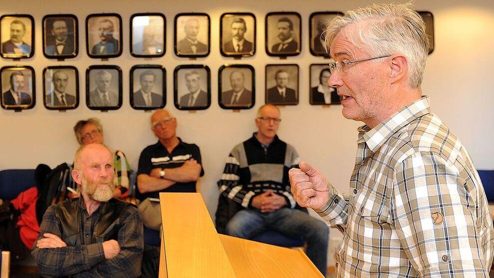 UROLIG: Kommunestyrerepresentant Audun Eggset (Sp) ber Alvdal kommune undersøke egne rutiner. Her er han under et kommunestyremøte i juni.