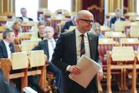Senterpartiet  stiller mistillitsforslag mot Ulve-Vidar