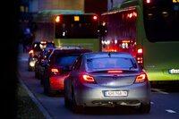 Ny TØI-rapport: Fossilbiler på veien lenge etter 2050