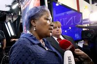 Clinton-hjelper ferdig i CNN etter debattlekkasjer