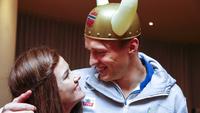 Warholm feiret VM-gullet med kjæresten: – En tålmodig dame!