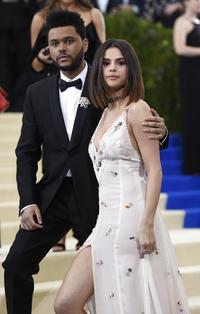 Selena Gomez og The Weeknd viste sin kjærlighet på Met-gallaen