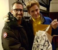 Her får «Skam»-Tarjei gaver fra danske fans