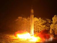 Trump advarer mot nye trusler: Nord-Korea vil bli møtt med «ild og raseri»