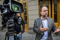 TV 2-veteran får beholde jobben