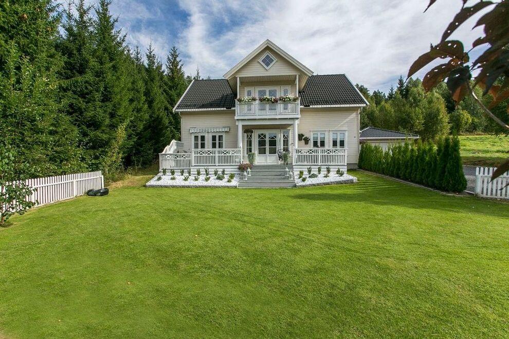 Fotballfrue? Caroline Berg Eriksen og ektemannen selger huset ...