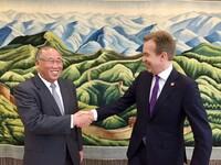 Brende kritisk til USA, men roser Kina