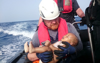 Redningsarbeidere hentet opp død baby i Middelhavet