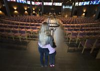 Jente (7) hentet ut fra kirkeasyl etter fem måneder