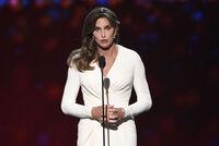 Caitlyn Jenner saksøker paparazzi for medvirkning til bilulykken i 2015