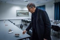 Ap-Jonas anklager Erna for hemmelig og skittent kommune-spill