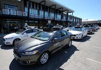 Ubers førerløse biler har plukket opp sine første passasjerer