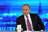 Putin på innringingsshow: Åpen for å gi Comey asyl
