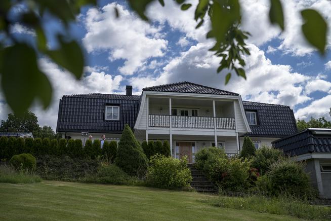 <p>UBEBOELIG: Villaen på Transby i Lier har stått tom siden uhellet i desember 2014.</p>