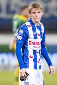 Ajax-kometen Dolberg (19) om Ødegaard: - Logisk at det har vært vanskelig for ham