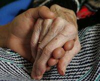 Foreslår lønn for å passe bestemor