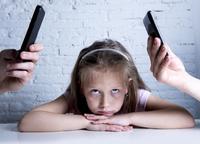 Norske barn: Foreldre bruker mobilen for mye og trener for lite