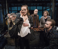 Teateranmeldelse «Kan nokon gripe inn: Rått og sårt med Bjella-musikk