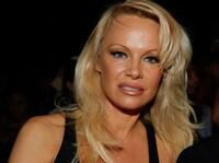 Pamela Anderson langer ut mot Donald Trump