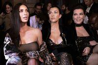 Kim Kardashian West truet med pistol og ranet
