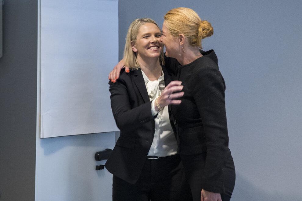 Dansk minister har Muhammed-karikatur som bakgrunn på iPaden - VG